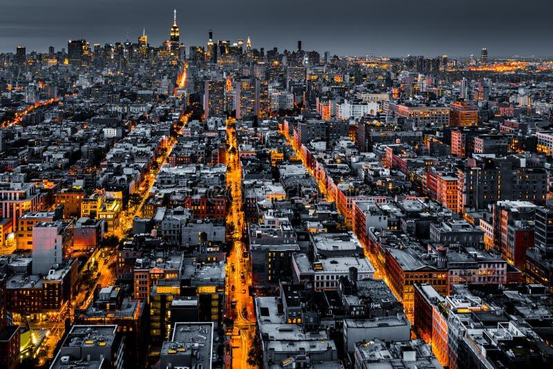 Vista aérea de New York City en la noche imágenes de archivo libres de regalías