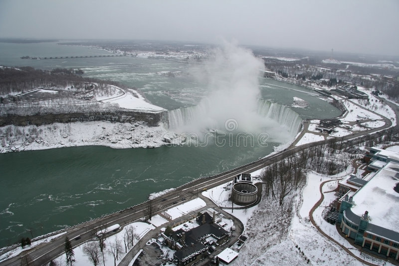 Vista aérea de Niagara Falls en el invierno fotos de archivo libres de regalías