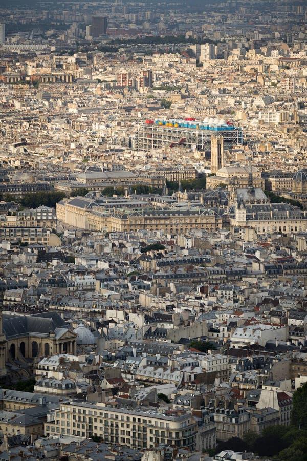 Vista aérea de París central con el centro de Pompidou, Francia foto de archivo
