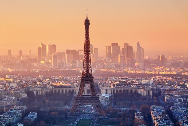Vista aérea de París en la puesta del sol foto de archivo libre de regalías