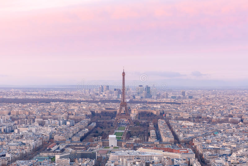 Vista aérea de Paris no pôr do sol, França imagens de stock