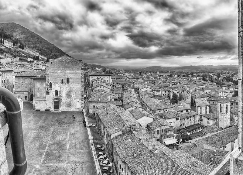 Vista aérea de Piazza Grande, quadrado principal em Gubbio, Itália imagens de stock royalty free