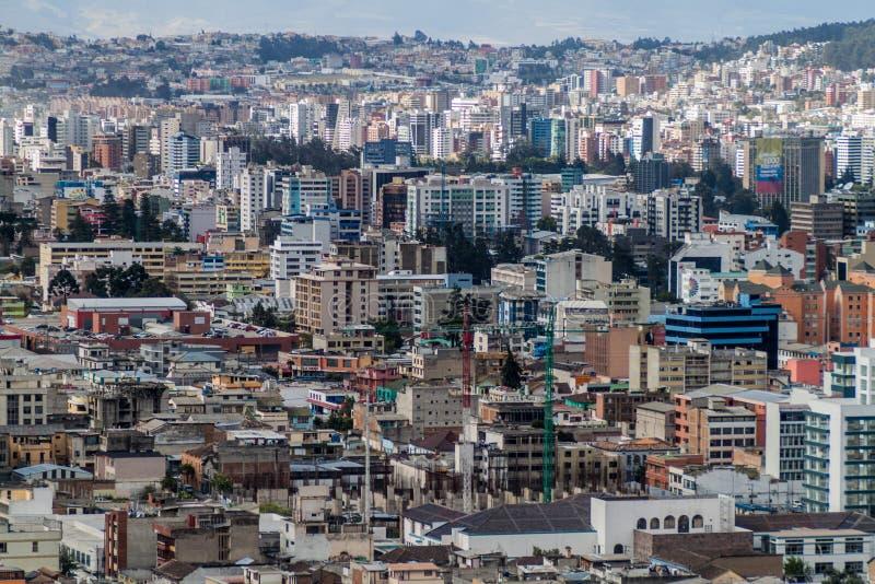 Vista aérea de Quito imagenes de archivo