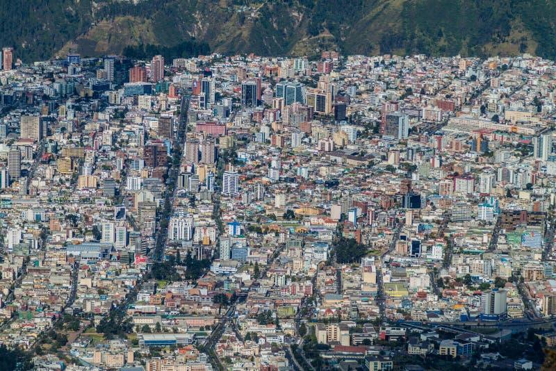 Vista aérea de Quito fotos de archivo