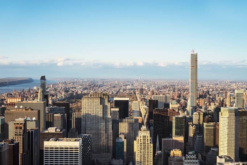 Vista aérea de rascacielos en el Central Park NYC de Midtown Manhattan fotografía de archivo libre de regalías