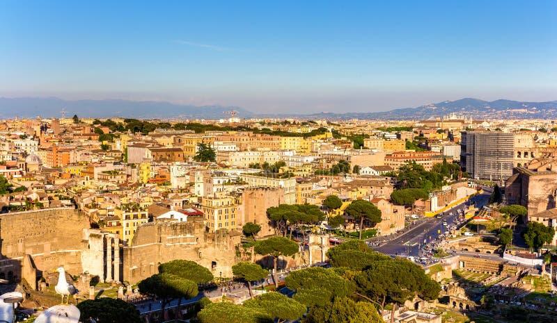 Vista aérea de Roma com Colosseum foto de stock royalty free