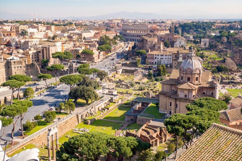 Vista aérea de Roman Forum y del Colosseum en Roma, Italia imágenes de archivo libres de regalías