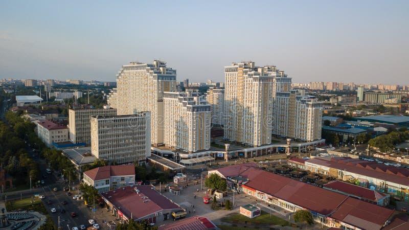 Vista aérea de Rusia del sur, Krasnodar Krai, ciudad de Krasnodar en 2018 imagenes de archivo