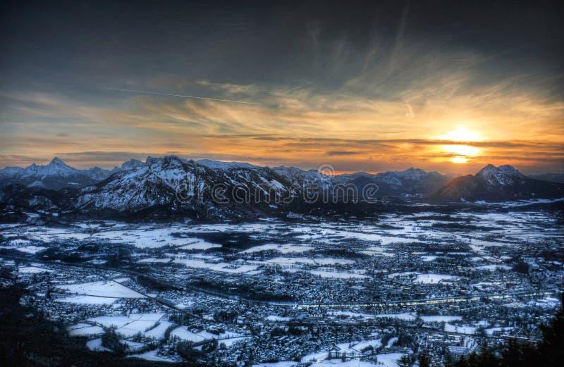 Vista aérea de Salzburg, Austria en la puesta del sol imagen de archivo libre de regalías