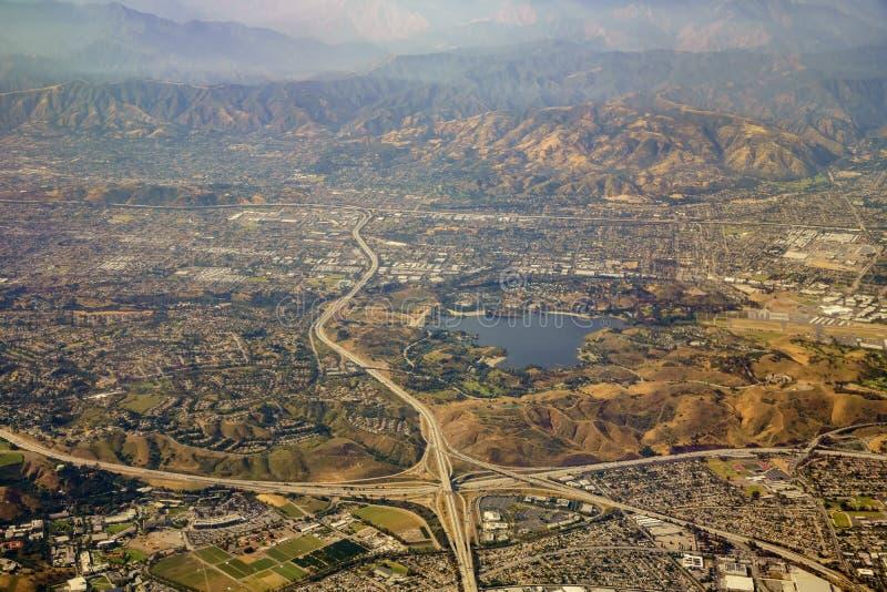 Vista aérea de San Dimas y del depósito de Puddingstone, visión desde w imagen de archivo