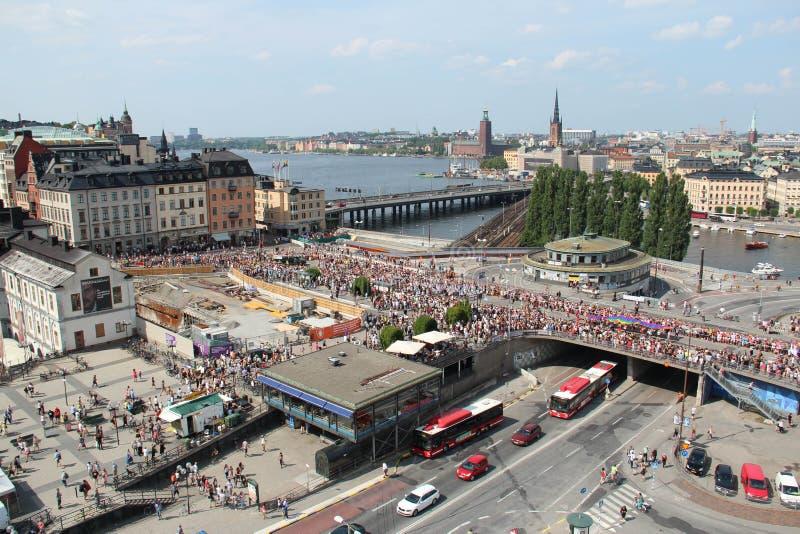 Vista aérea de Slussen em Éstocolmo durante a parada de orgulho 2014 imagens de stock