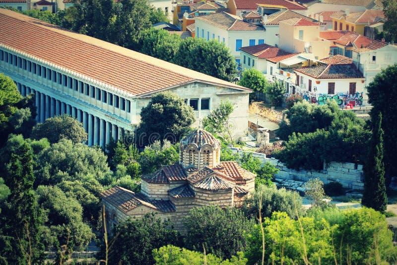 Vista aérea de Stoa de casas de Attalos e de igreja dos apóstolos santamente, Atenas Grécia fotografia de stock