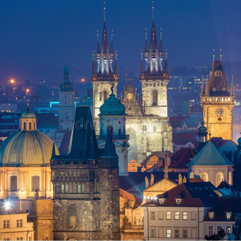 Vista aérea de surpresa de marcos de Praga na noite, Czeh foto de stock