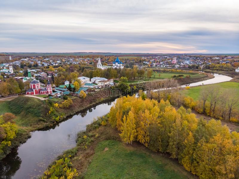 Vista aérea de Suzdal el día del otoño foto de archivo libre de regalías