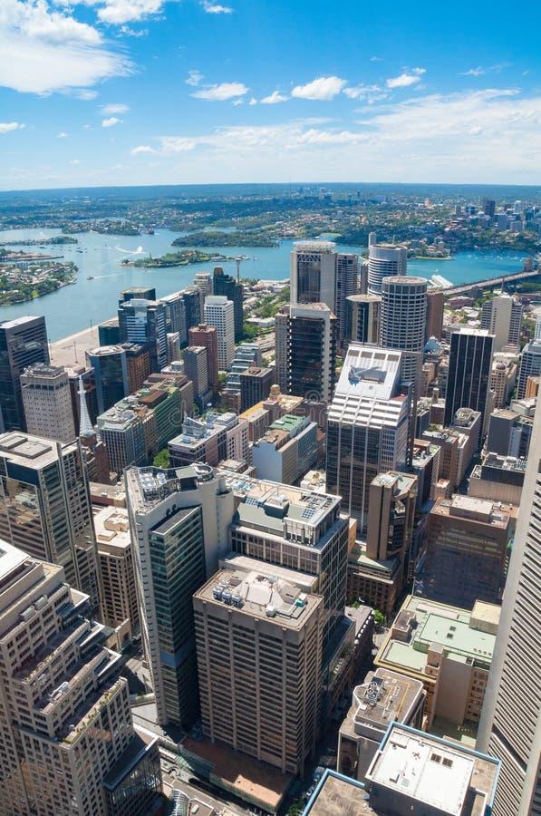 Vista aérea de Sydney CBD con la opinión de Sydney Harbour imagen de archivo