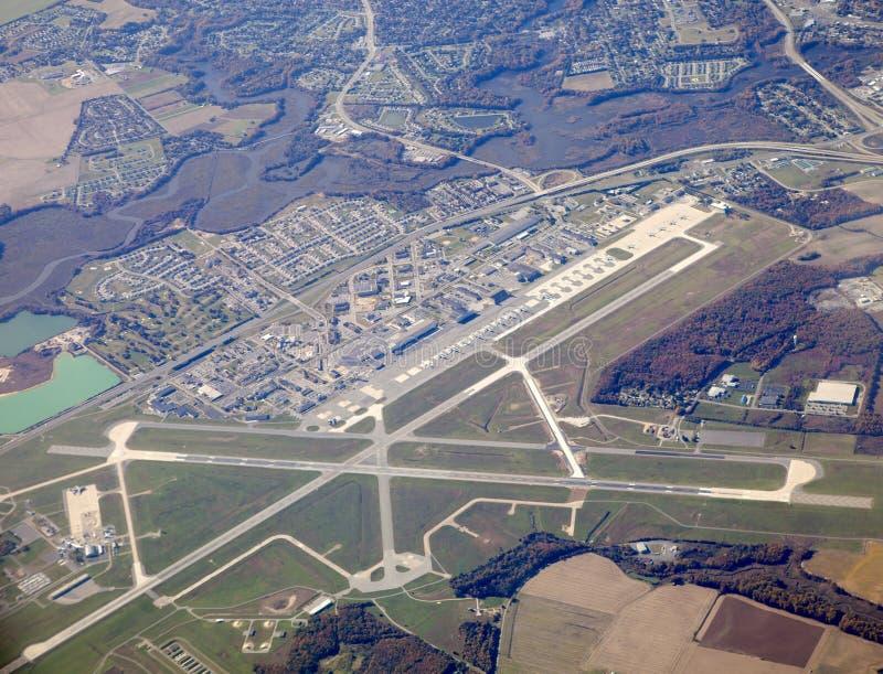 Vista aérea de um aeroporto imagens de stock royalty free