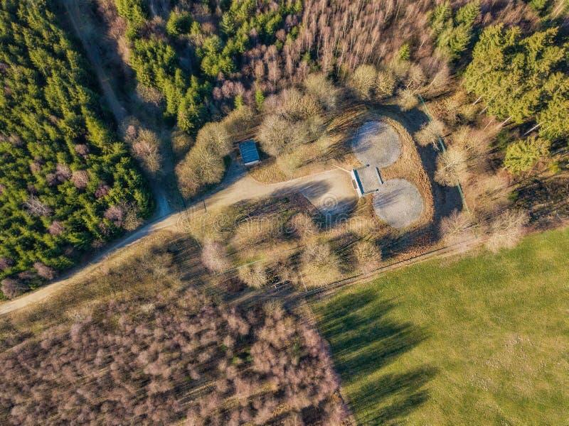 Vista aérea de um depósito com o heliporto em Marienheide imagem de stock