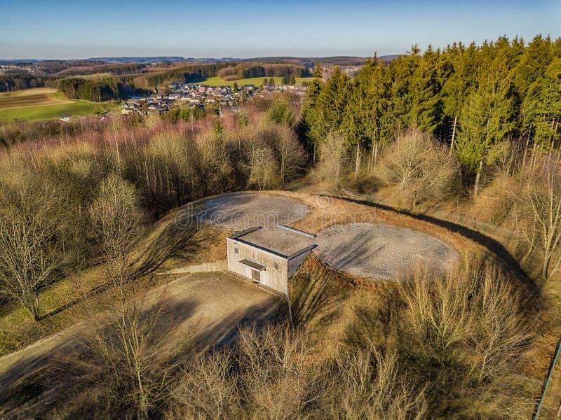 Vista aérea de um depósito com o heliporto em Marienheide imagens de stock