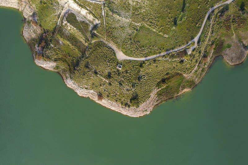 Vista aérea de um lago fotos de stock royalty free