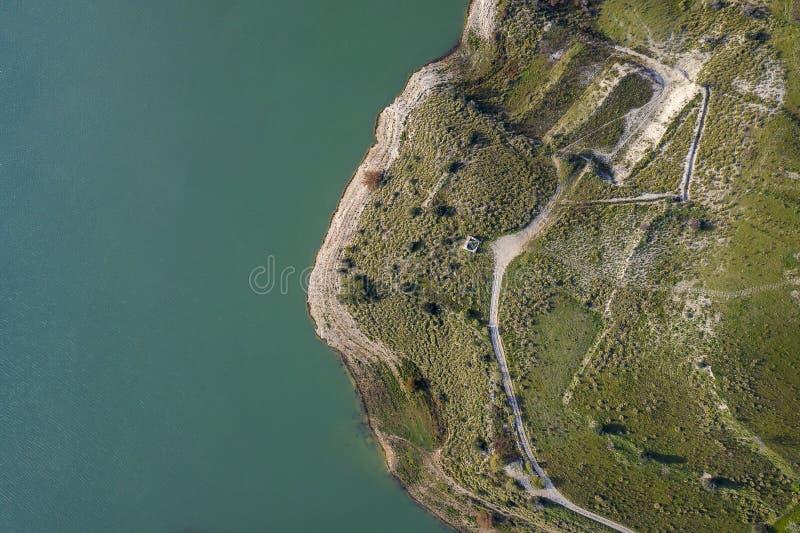 Vista aérea de um lago fotografia de stock