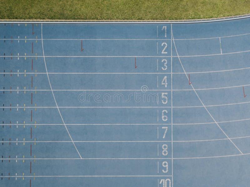 Vista aérea de uma pista de atletismo fotografia de stock