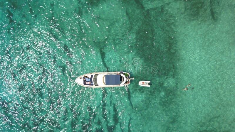 Vista aérea de uma praia impressionante em Menorca foto de stock