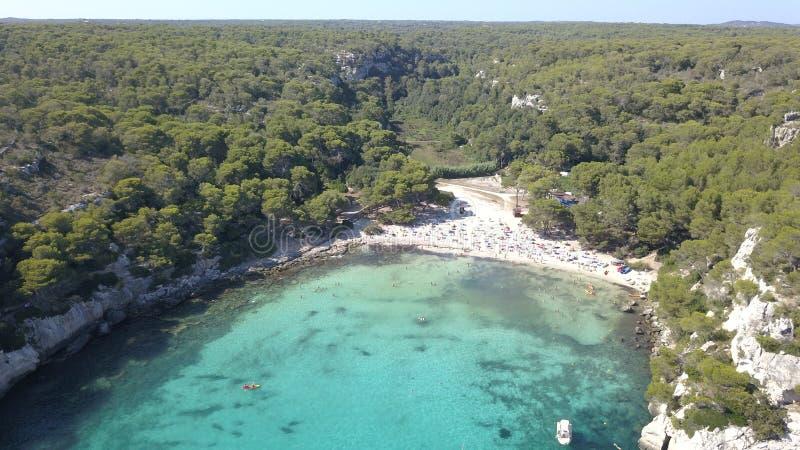 Vista aérea de uma praia impressionante em Menorca imagem de stock