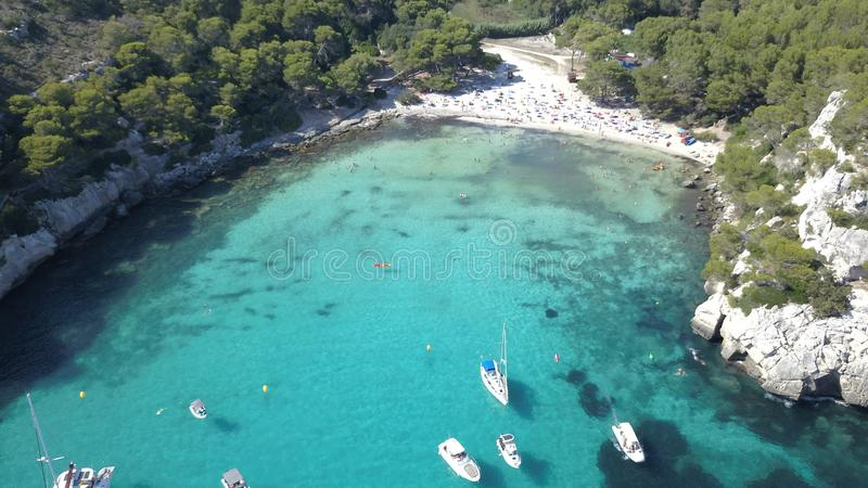Vista aérea de uma praia impressionante em Menorca imagem de stock royalty free
