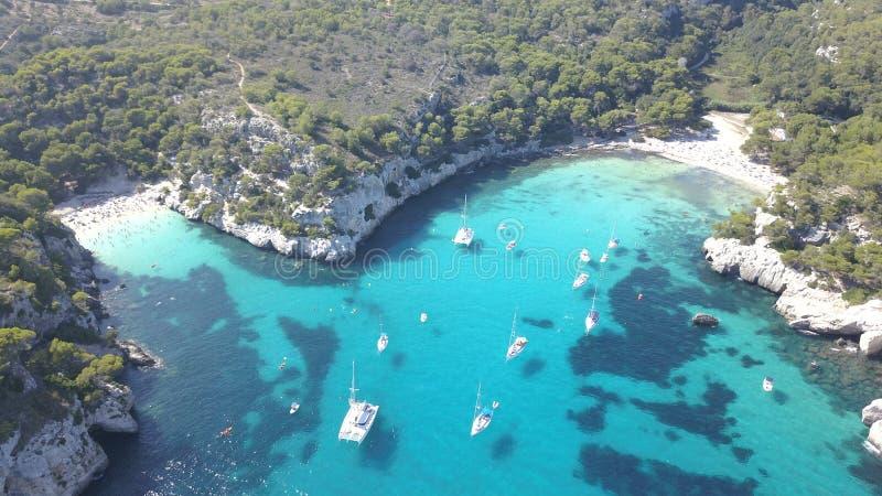 Vista aérea de uma praia impressionante em Menorca imagens de stock