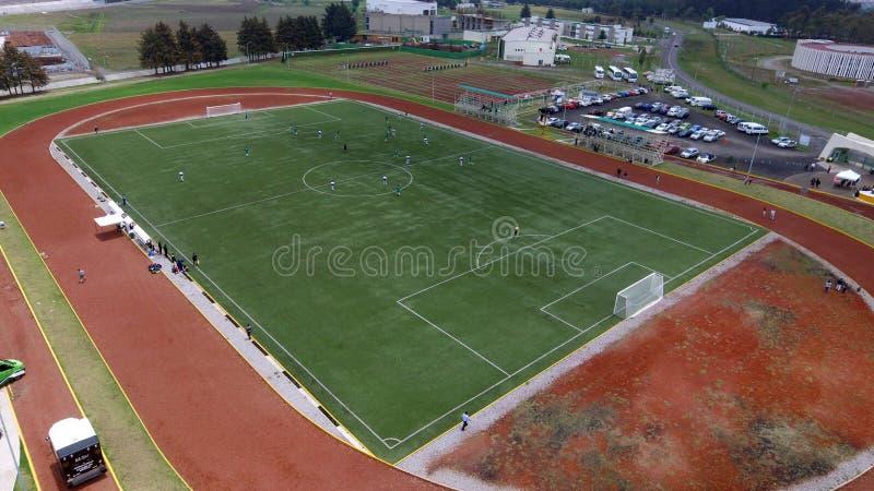 Vista aérea de un campo de fútbol del fútbol fotos de archivo