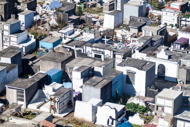 Vista aérea de un cementerio en Castro fotos de archivo