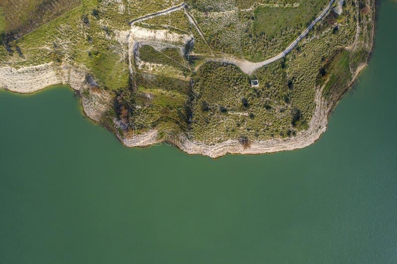 Vista aérea de un lago foto de archivo