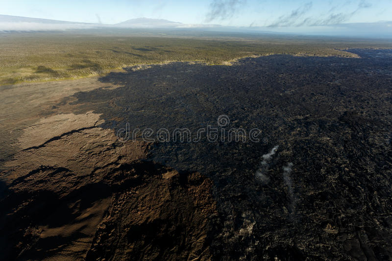 Vista aérea de un vapor del volcán activo de la isla hawaiana fotos de archivo libres de regalías