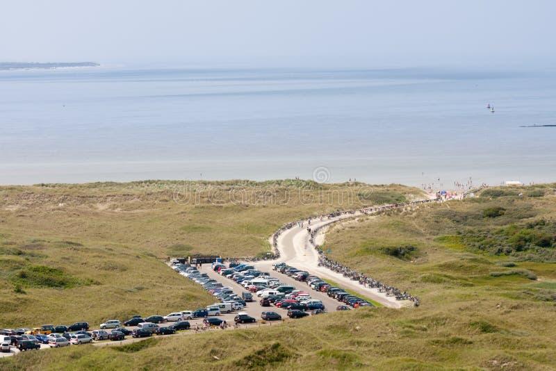Vista aérea de un withn holandés de la playa aparcamiento imagenes de archivo