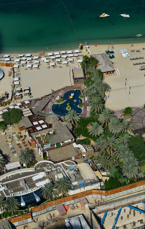 Vista aérea de una costa de mar hermosa en Dubai fotografía de archivo libre de regalías