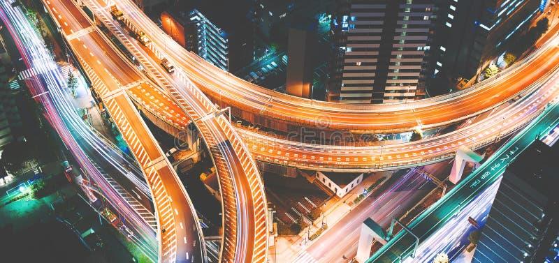 Vista aérea de una intersección masiva de la carretera en Tokio, Japón imagen de archivo libre de regalías