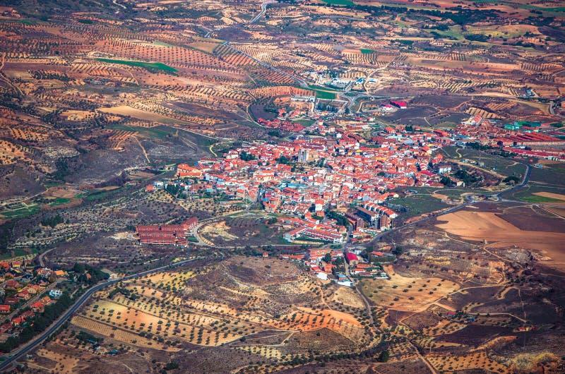 Vista aérea de una pequeña ciudad fotografía de archivo