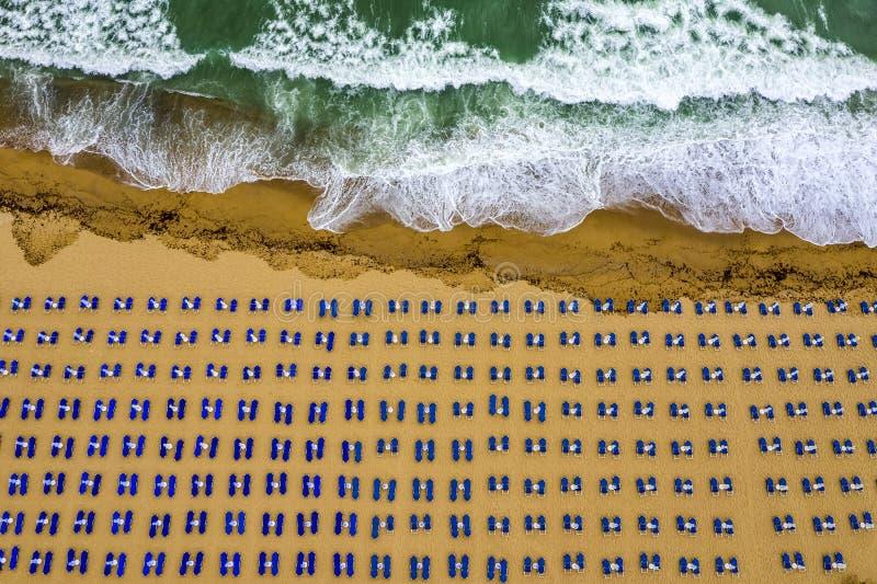Vista aérea de una playa asombrosa fotografía de archivo libre de regalías