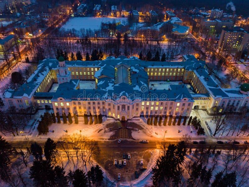 Vista aérea de Voronezh na noite do inverno da altura do voo do zangão fotos de stock royalty free