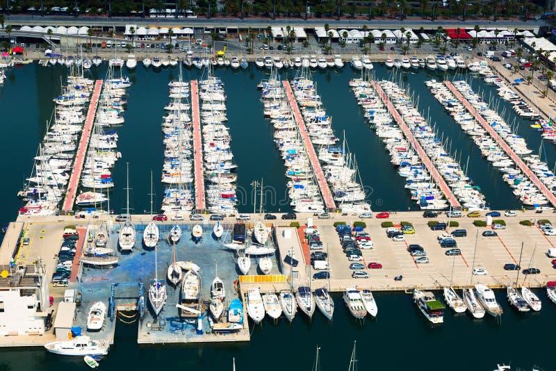 Download Vista Aérea De Yates Atracados En El Puerto Olimpic Barcelona Imagen de archivo - Imagen de agua, ocio: 44851949