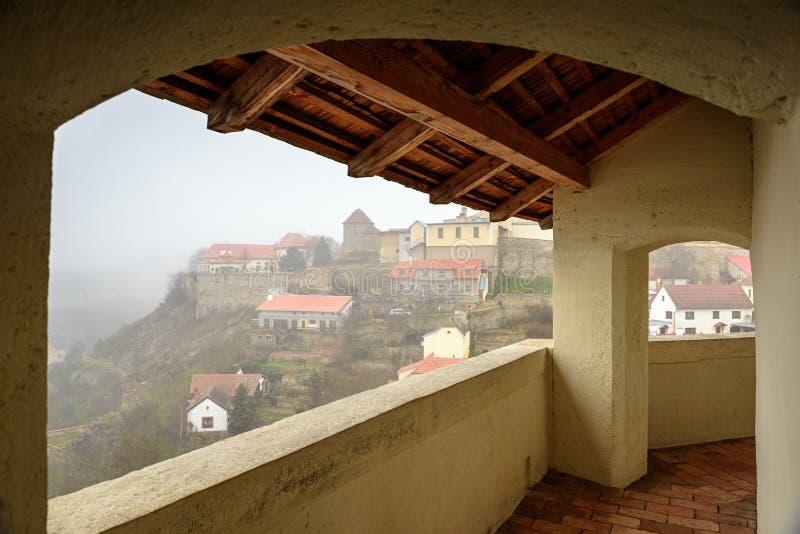 Vista aérea de Znojmo según lo visto de la plataforma de observación de la capilla del St Wenceslao Znojmo, República Checa fotos de archivo