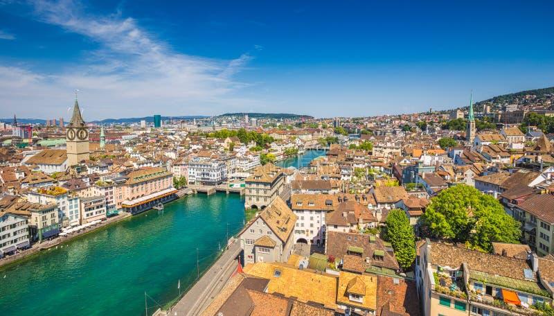 Vista aérea de Zurich con el río Limmat, Suiza fotografía de archivo libre de regalías