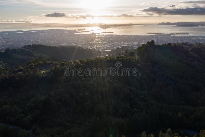 Vista aérea del área de la bahía de San Francisco cerca del atardecer imagen de archivo libre de regalías