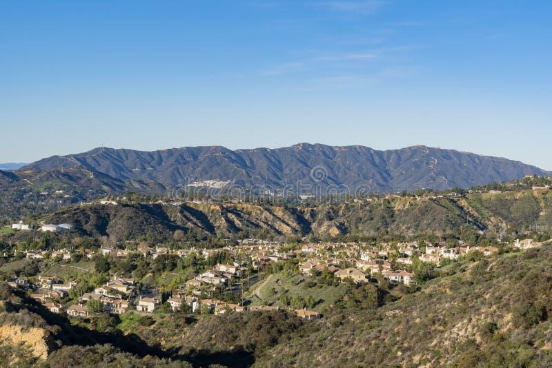 Vista aérea del área de las montañas y de Altadena foto de archivo libre de regalías