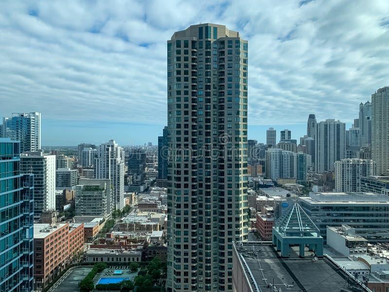 Vista aérea del área del norte del río de Chicago en primero plano imagenes de archivo