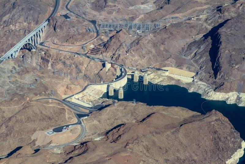 Vista aérea del barranco y de la Presa Hoover negros fotografía de archivo
