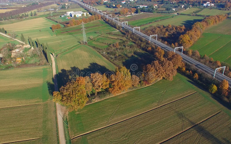 Vista aérea del campo del cruce ferroviario fotos de archivo libres de regalías