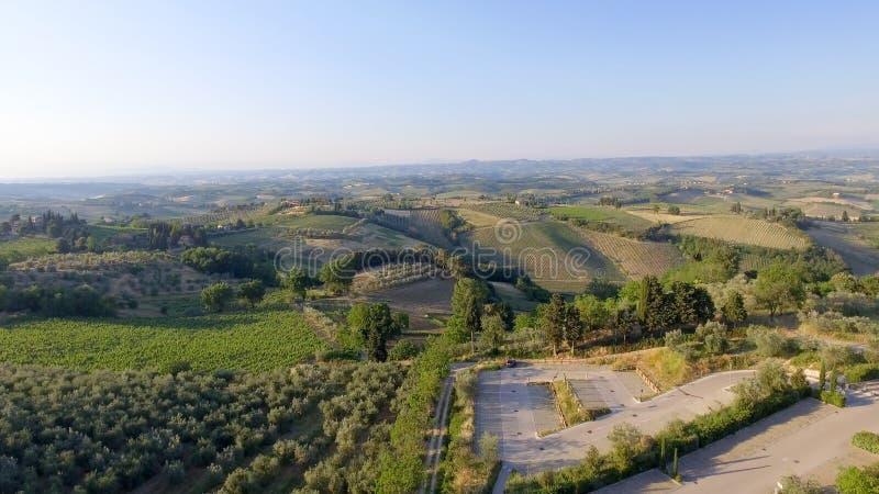 Vista aérea del campo hermoso en la oscuridad, Italia de Toscana fotos de archivo libres de regalías