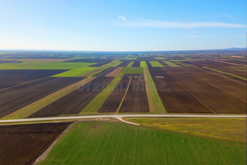 Vista aérea del campo del verde de las tierras de labrantío imagen de archivo libre de regalías