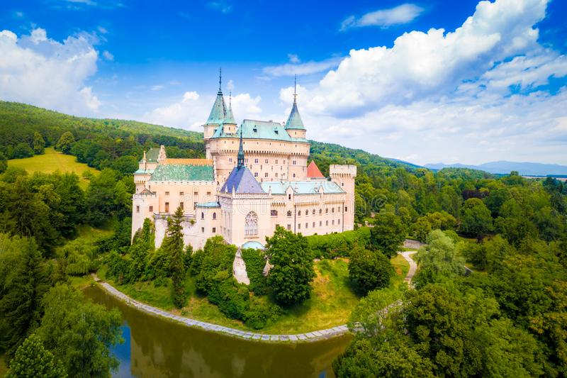 Vista aérea del castillo de Bojnice imagen de archivo libre de regalías